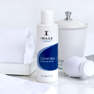 Lifestyle-Shots-2Clear-Cell-Salicylic-gel-cleanser-03